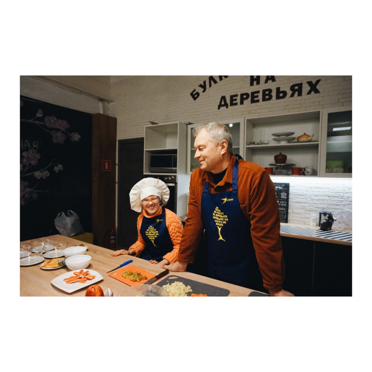 Ребята готовят салат «Ирина»
